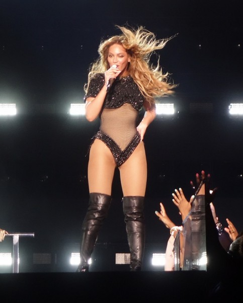 beyonce-raunchy-outfit-one