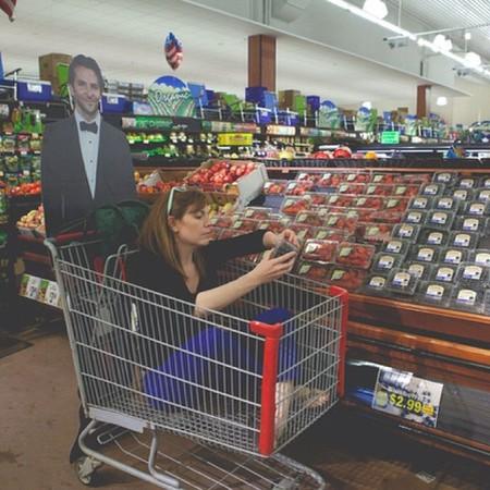 my-life-with-bradley-cooper-bradley-cooper-pushing-a-trolley-day-bag-handbag