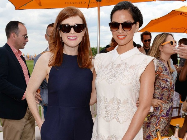i-love-day-drinking-olivia-munn-posing-here-with-julianne-moore-told-the-ny-post-at-the-event-i-think-it-should-be-part-of-everyones-life-if-youre-not-driving-especially-in-new-york-you-dont-drive-anywhere