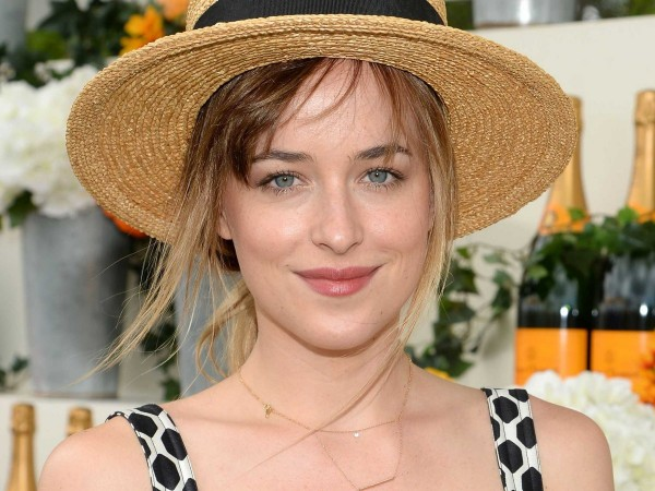 fifty-shades-of-grey-star-dakota-johnson-also-went-in-theme-with-a-hat