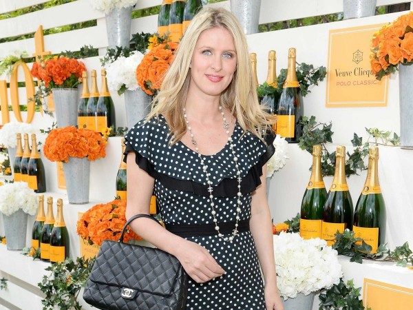 nicky-hilton-showed-off-her-chanel-accessories