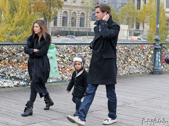 Kourtney-Kardashian-Scott-Disick-Mason-Paris-Lock-Bridge-010-580x435