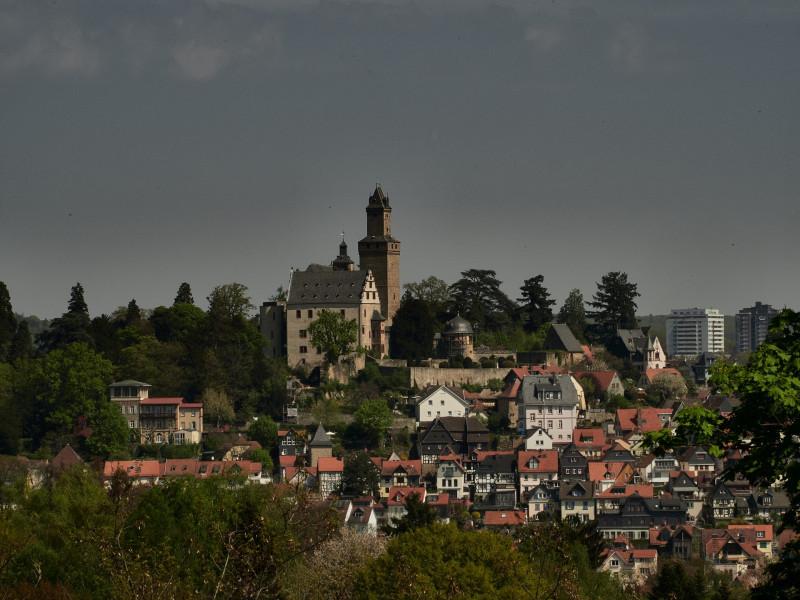 Kronberg vom Kastaniendorf Mammolshain aus gesehen
