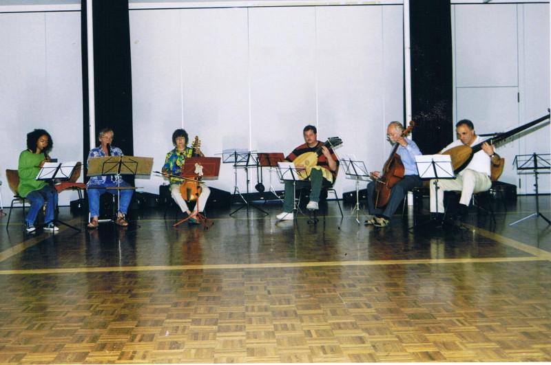 Altes Bild von mir beim Klimpern mit einem Ensemble in Remscheid