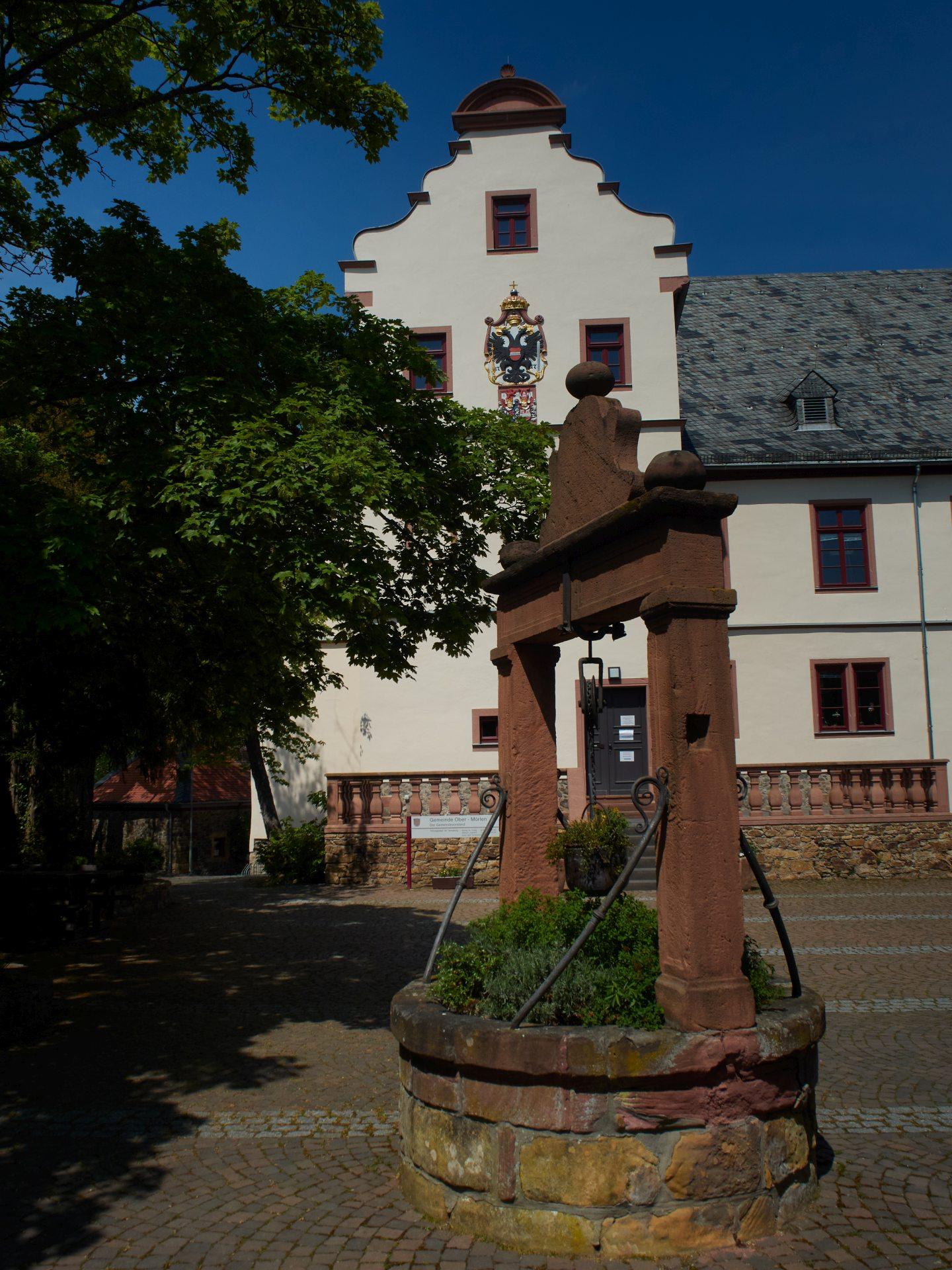 Schloß Ober-Mörlen (erbaut 1579). Als Besitzer wird 1624 Philipp Christoph von Frankenstein genannt - na? Macht der Name das Schloß einen Besuch wert?