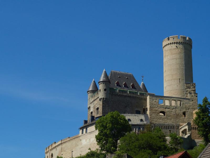 Burg auf dem Weg