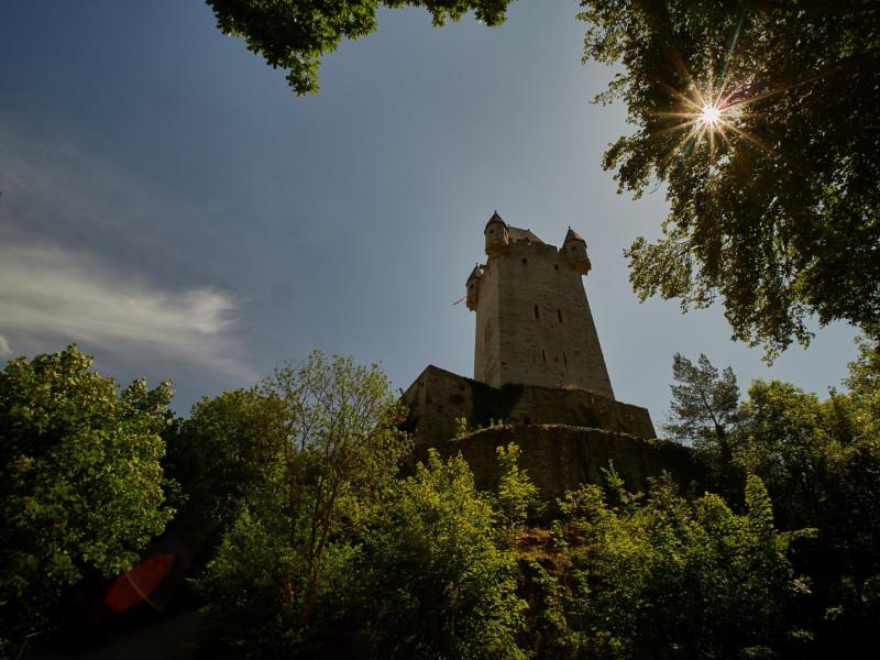 Burg Nassau - steil geht es hoch zur Burg. Mit Maskenzwang bereits auf diesem Weg habe ich das lieber gelassen. Schade!