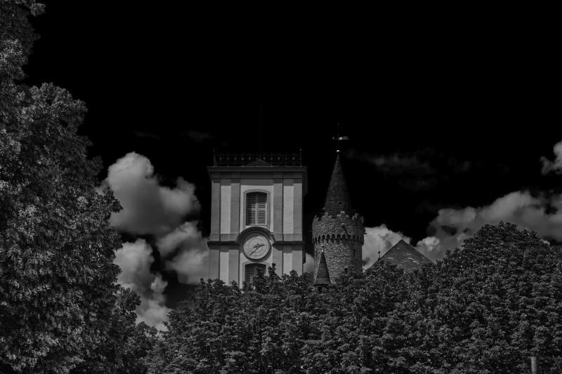 Die zu Beginn des 19.Jahrhunderts fertiggestellte Burgkirche und der Adolfsturm in mystischer Stimmung
