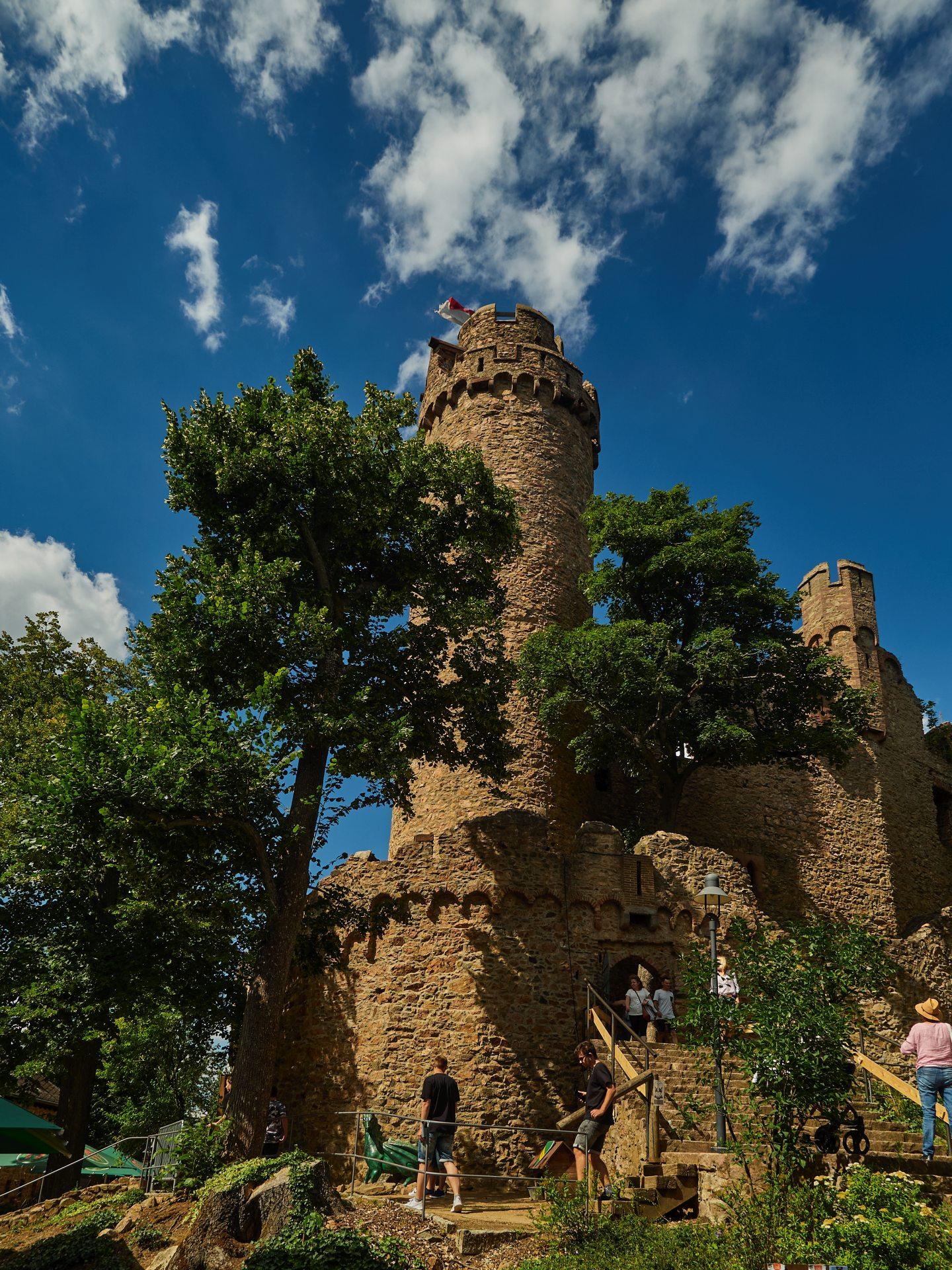 Südturm und Treppe zum Pallas