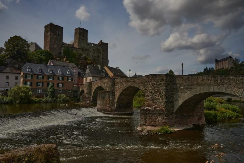 Burg Runkel, die alte Lahnbrücke von 1450 und Burg Schadeck