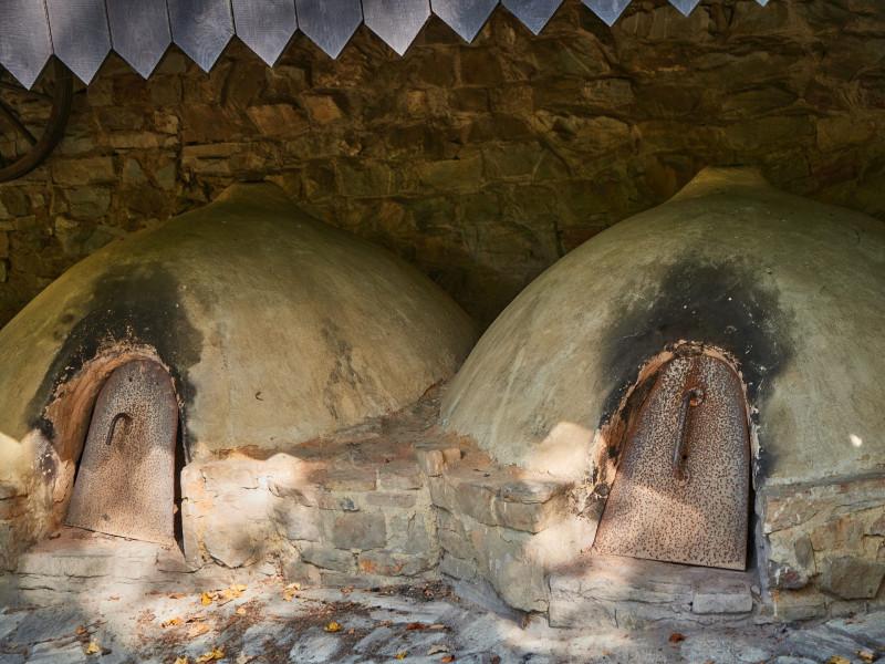 die Öfen werden immer wieder in Betrieb genommen - römisches Brot will ich auch mal probieren. Wie überhaupt die Küche sehr lecker ist. Und exotische Gerichte findet man in den überlieferten Rezepten kaum