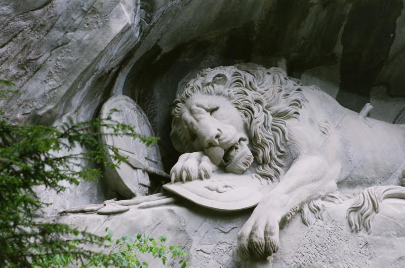 """der """"traurigste Fels der Geschichte"""" (Mark Twain) — Löwendenkmal in Luzern"""