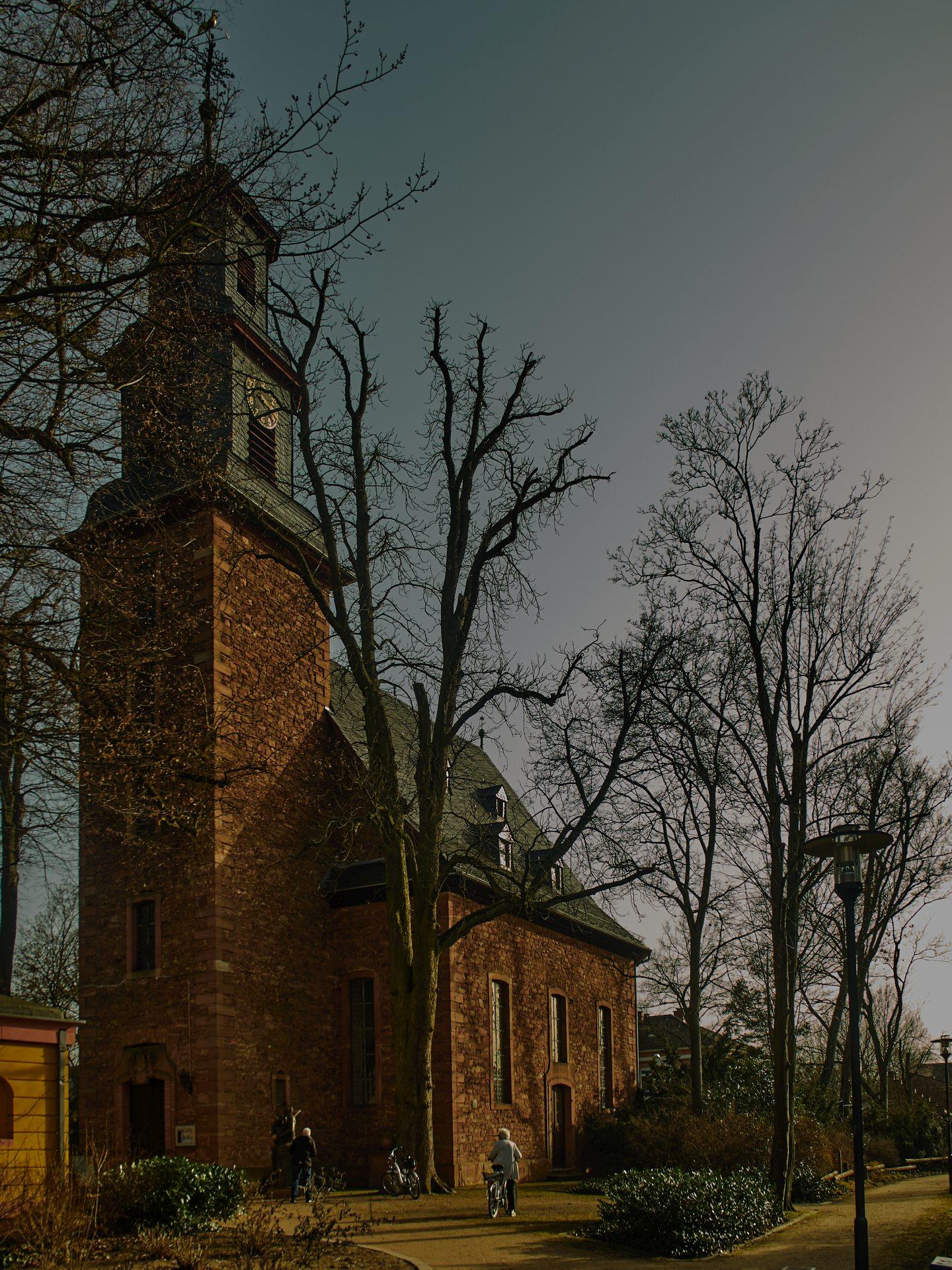 Die Schloßkirche — ich dachte, die Türen zu Gott müssten offen sein, aber das gilt wohl nicht in Offenbach