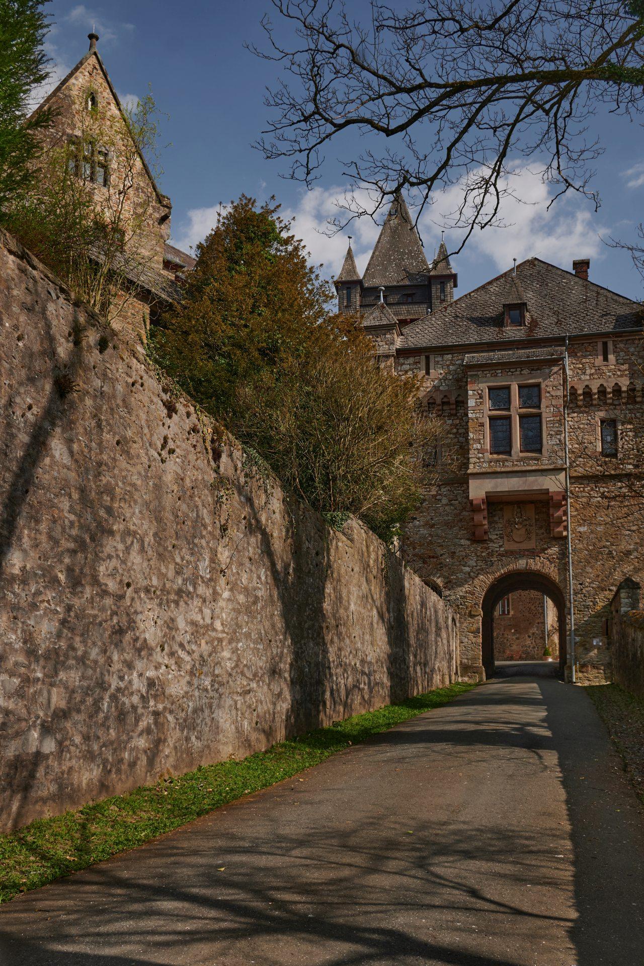 Eine Führung lohnt sich sehr, weil auch das Innere der Burg viel zu bieten hat. Leider wegen der Seuche zur Zeit nicht machbar