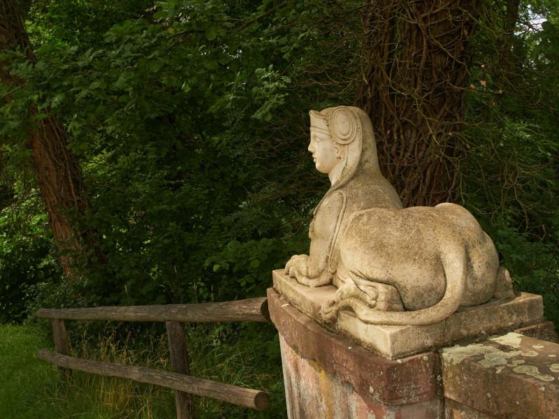 Sphinx an der Brücke