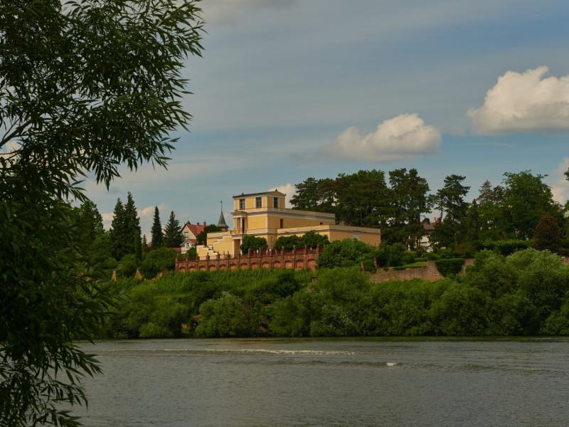 Das Pompejanum ist ein idealisierter Nachbau einer römischen Villa. Es steht am Hochufer des Mains in Aschaffenburg und ist ein Nachbau eines Hauses aus Pompeji, der Casa dei Dioscuri