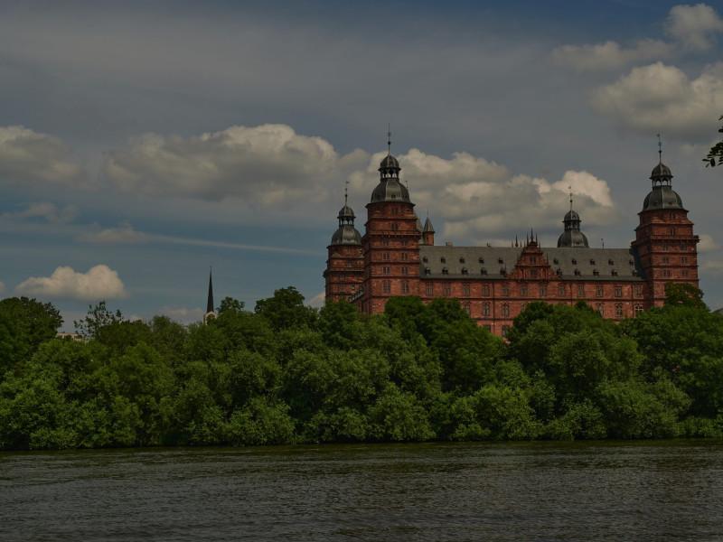 Schloß Johannisburg, die zweite Residenz der Mainzer Erzbischöfe und Kurfürsten. Es wurde zwischen 1605 und 1614 gebaut