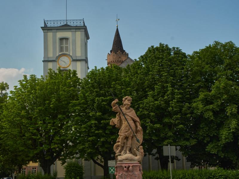 Turm der Burgkirche, St.Georg und hinter ihm der Adolfsturm
