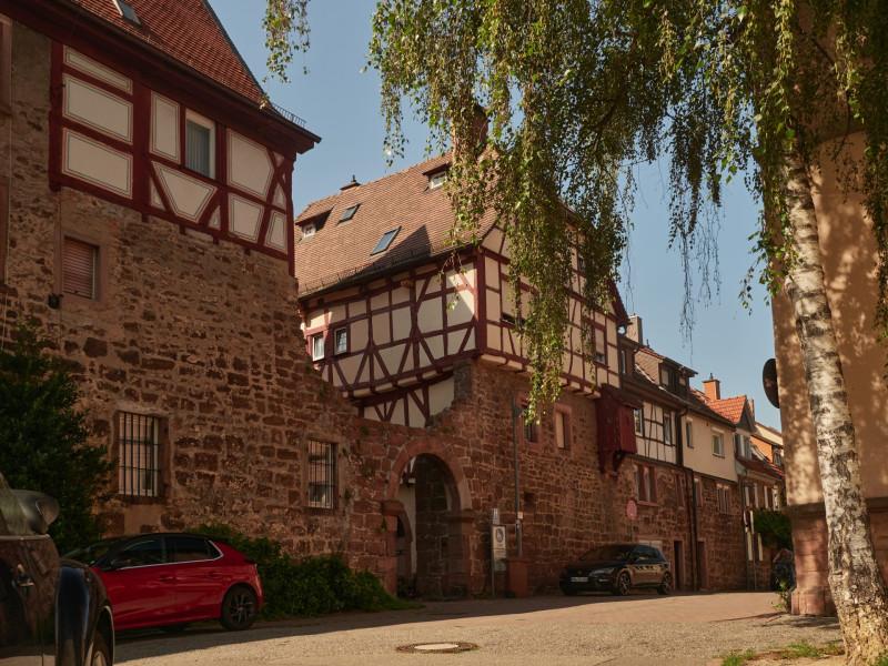Der Hof von 1470 mit dem bettendorf'schen Tor ist das wohl älteste Fachwerkensemble der Stadt