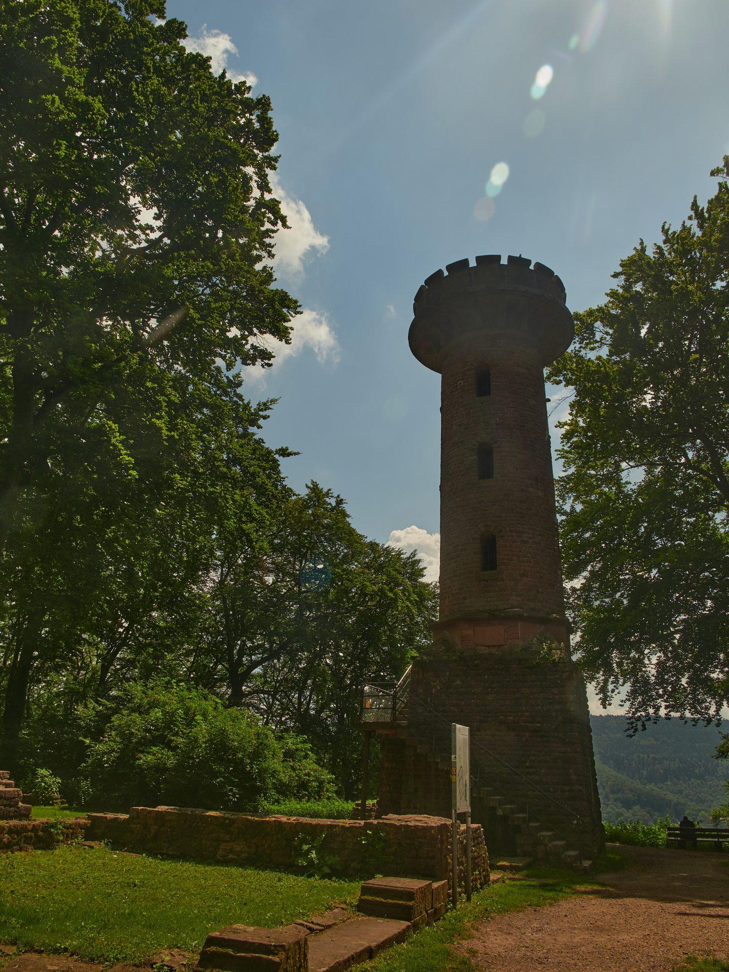 Heiligenberg und Ruinen des Stephansklosters. Reste des Michaelsklosters sowie den Thingplatz (sowieso in der Nazizeit entstanden), die Reste des keltischen Walls habe ich gesehen, aber kein brauchbares Foto gemacht
