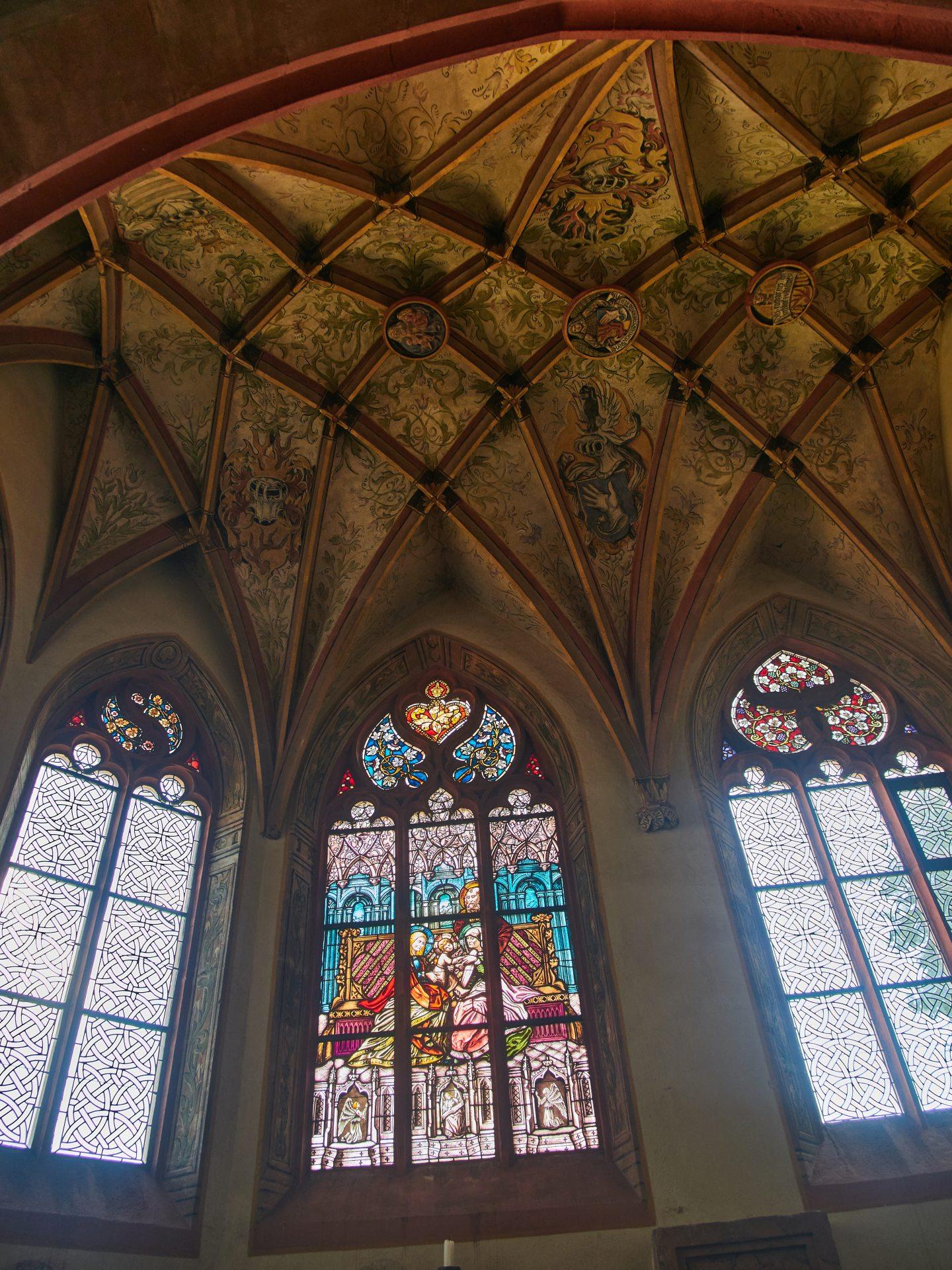 Deckengewölbe der St.-Anna-Kapelle (1513/1514) mit kunstvoll gearbeitetem Fenster