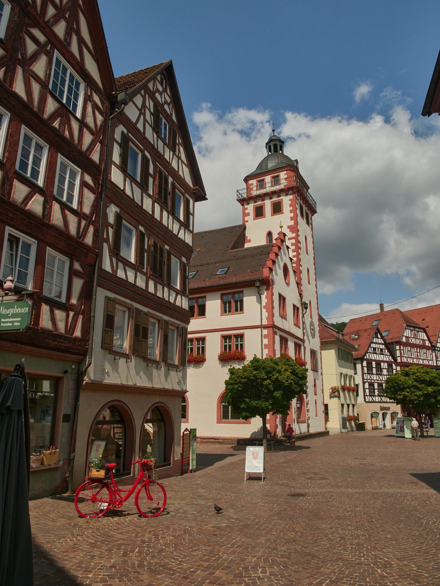 Das 1557 erbaute Rathaus