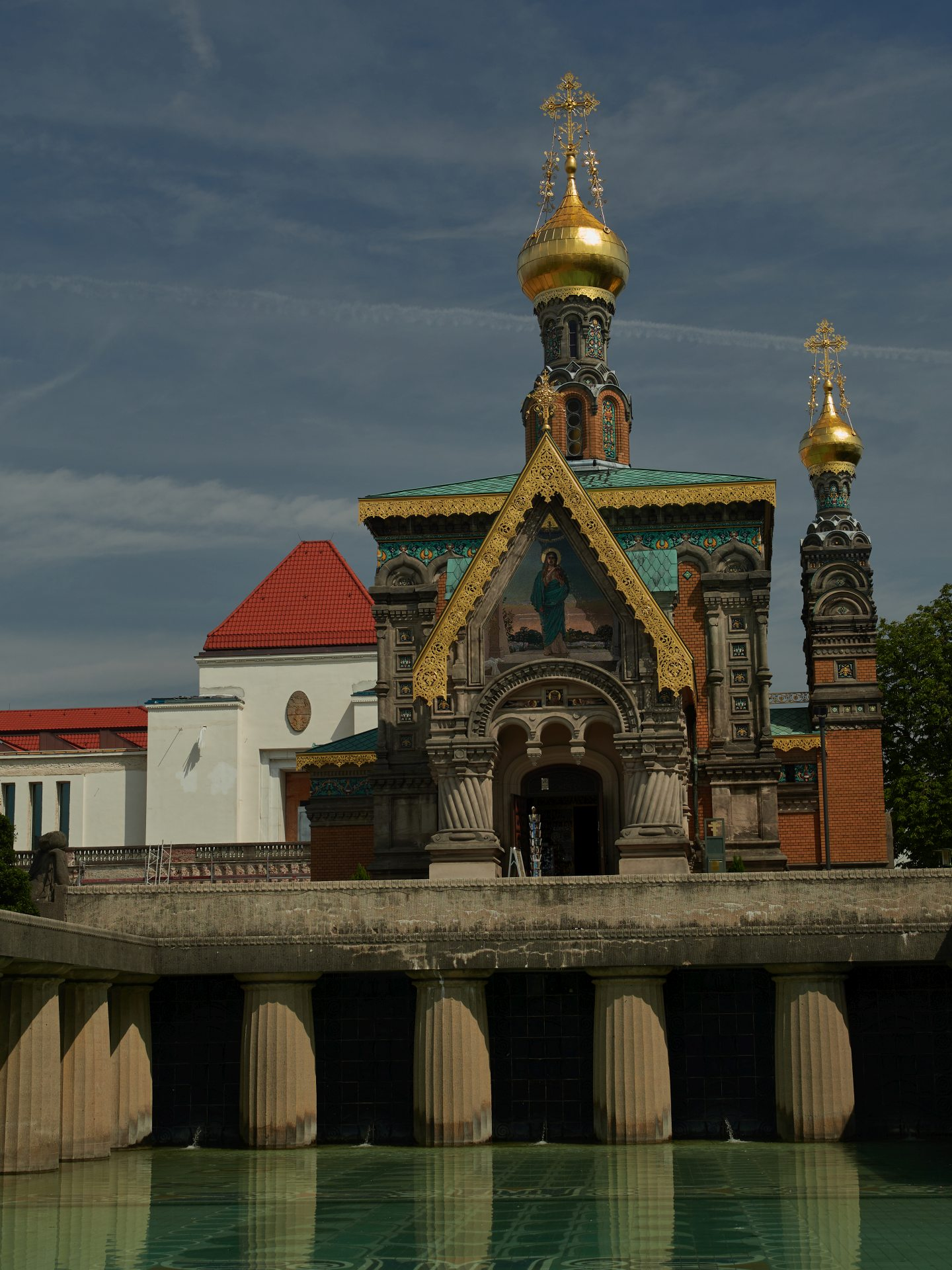 Russische Kapelle und Ausstellungsgebäude vom Lilienbecken aus