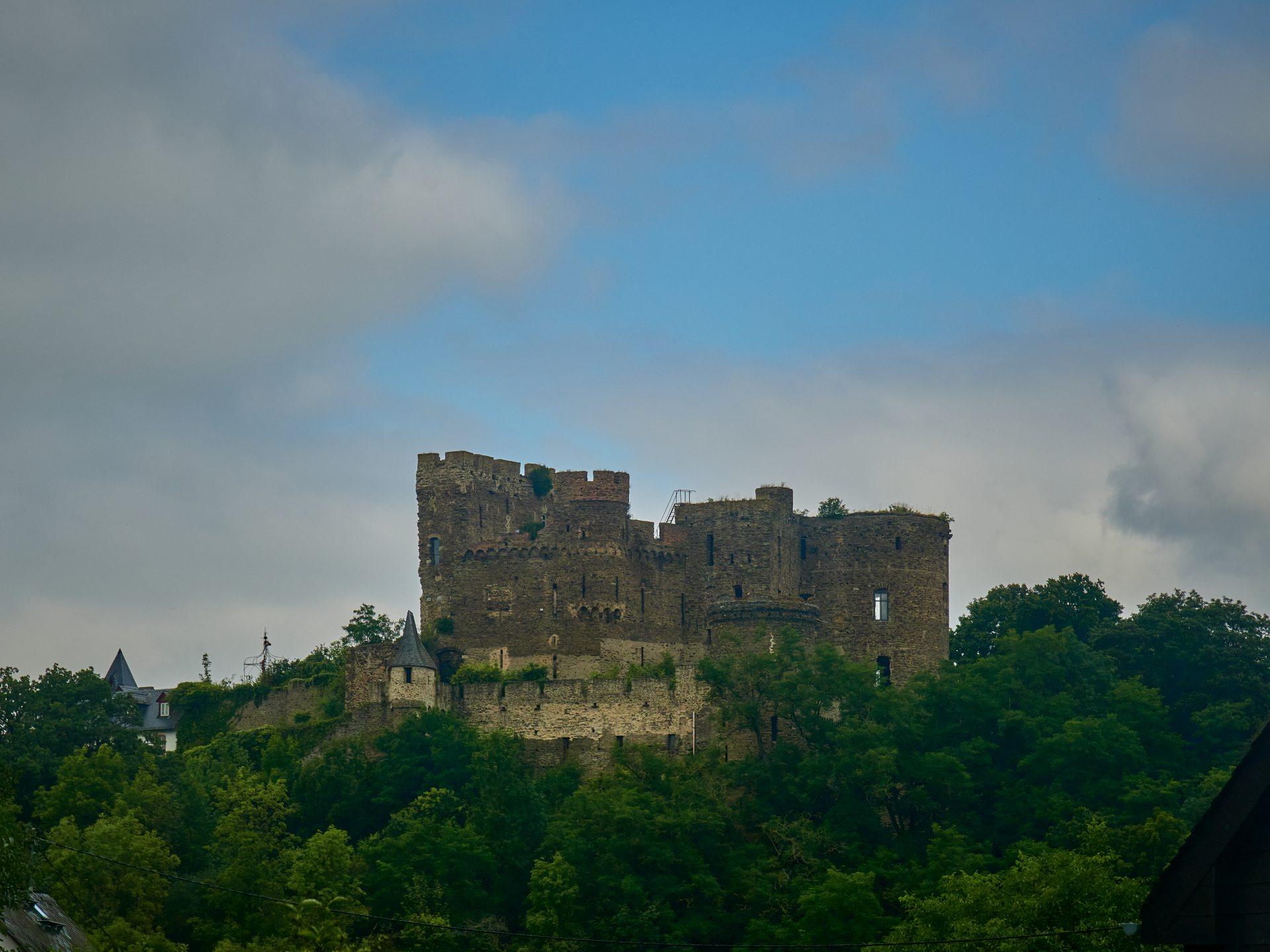 Erster kleiner Fotostopp war bei der Burg Reichenberg. Sie ist in Privatbesitz und kann nicht besichtigt werden - aber auf dem Weg zum Dreiburgenblick lohnt sich ein kurzer Halt allemal