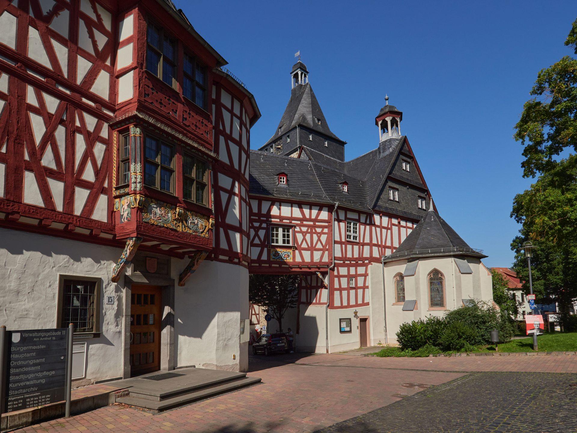 Der Amthof von 1605 in Bad Camberg. Mit einer Frontlänge von 155 Metern einer der größten Fachwerkbauten in Hessen