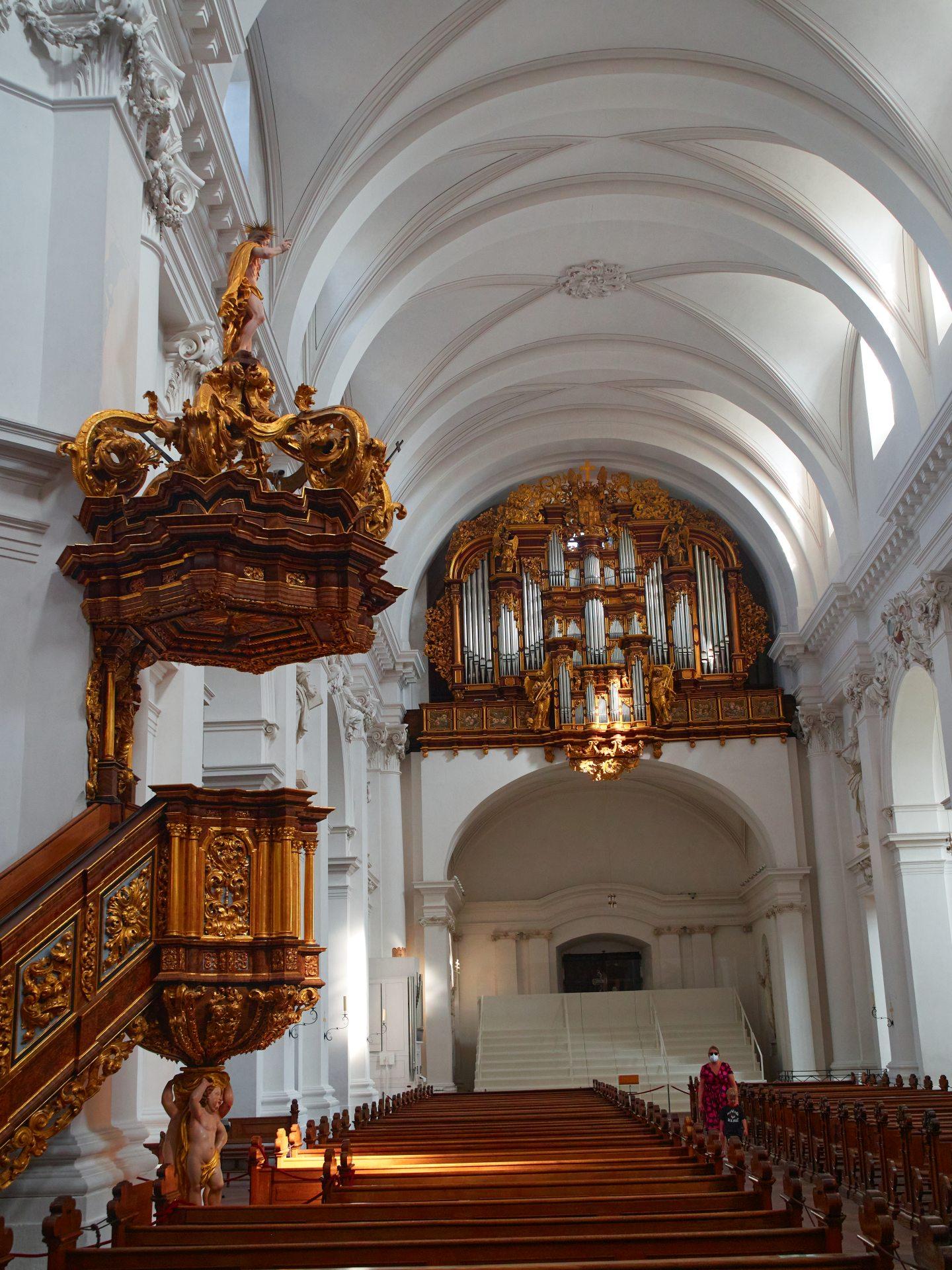 Kanzel und die Orgel von 1708 von Adam Öhninger