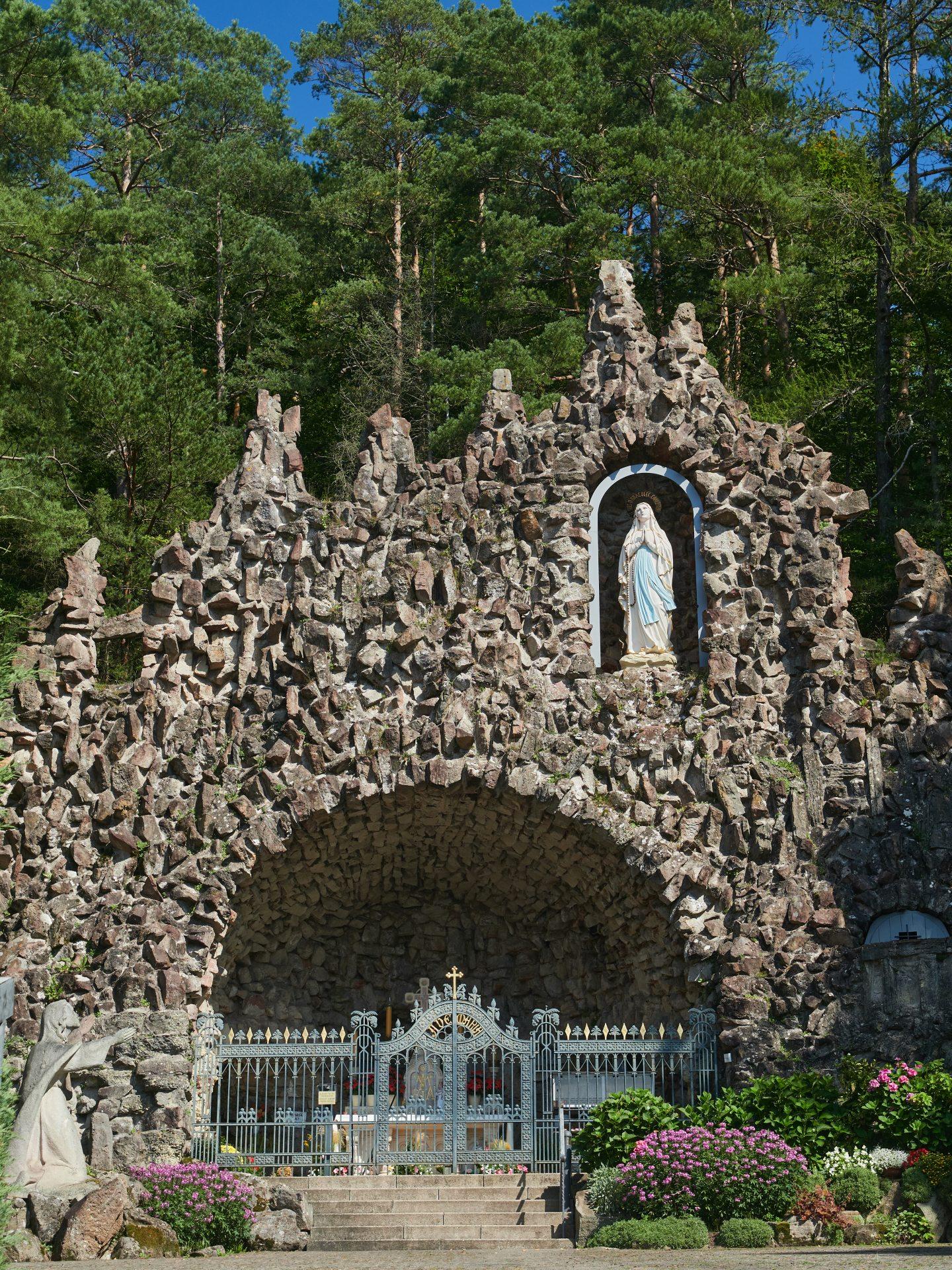 Die Mariengrotte ist eine Nachbildung der Grotte in Lourdes