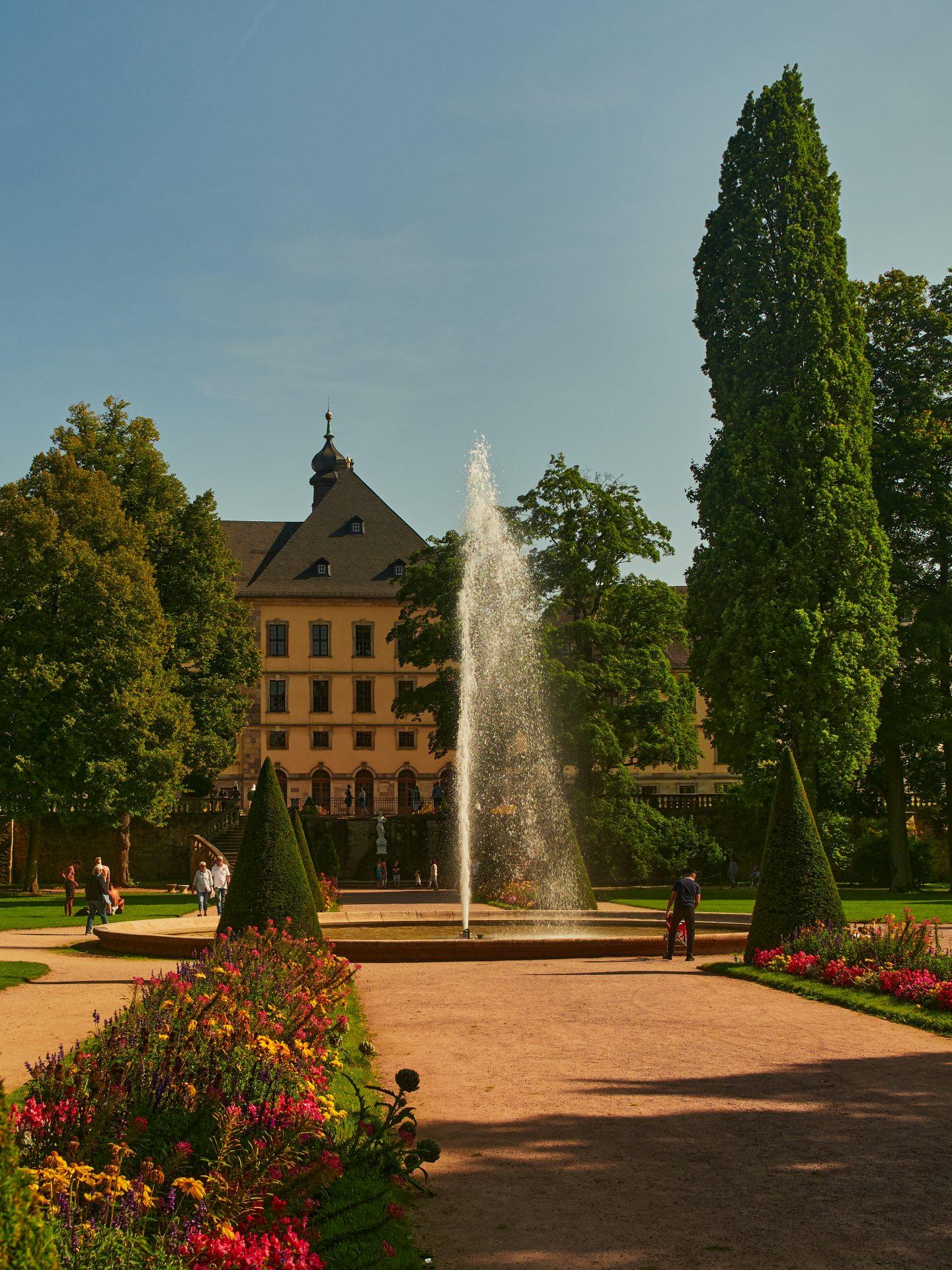 Gegenüber der Orangerie sieht man das Stadtschluß der Fuldaer Fürstbischöfe