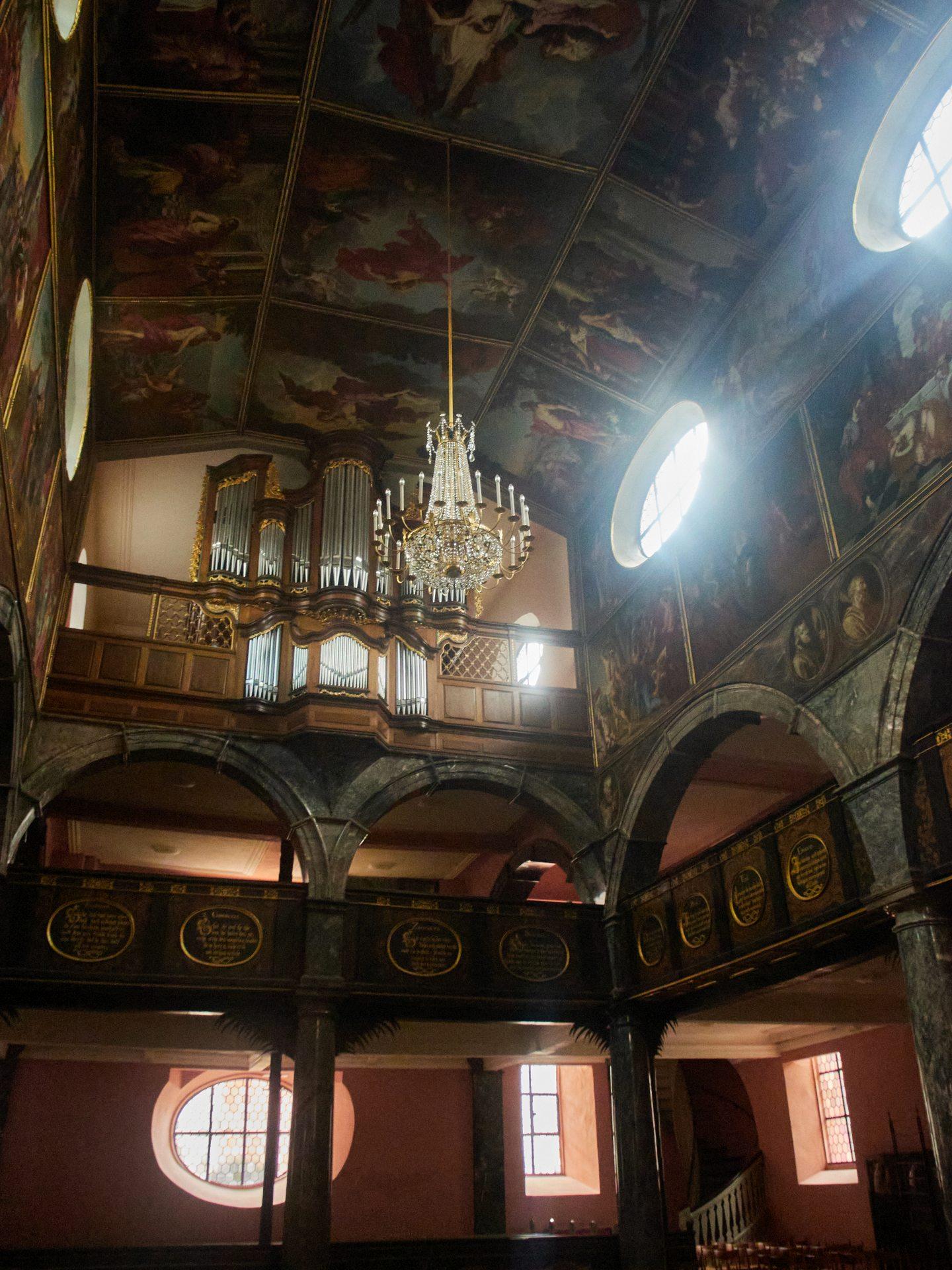 Orgel der Unionskirche — Die meisten der großen Bilder malten Michael Angelo Immenraedt und sein Schüler Johannes Melchior Bencard aus Antwerpen mit Öl auf Leinwand