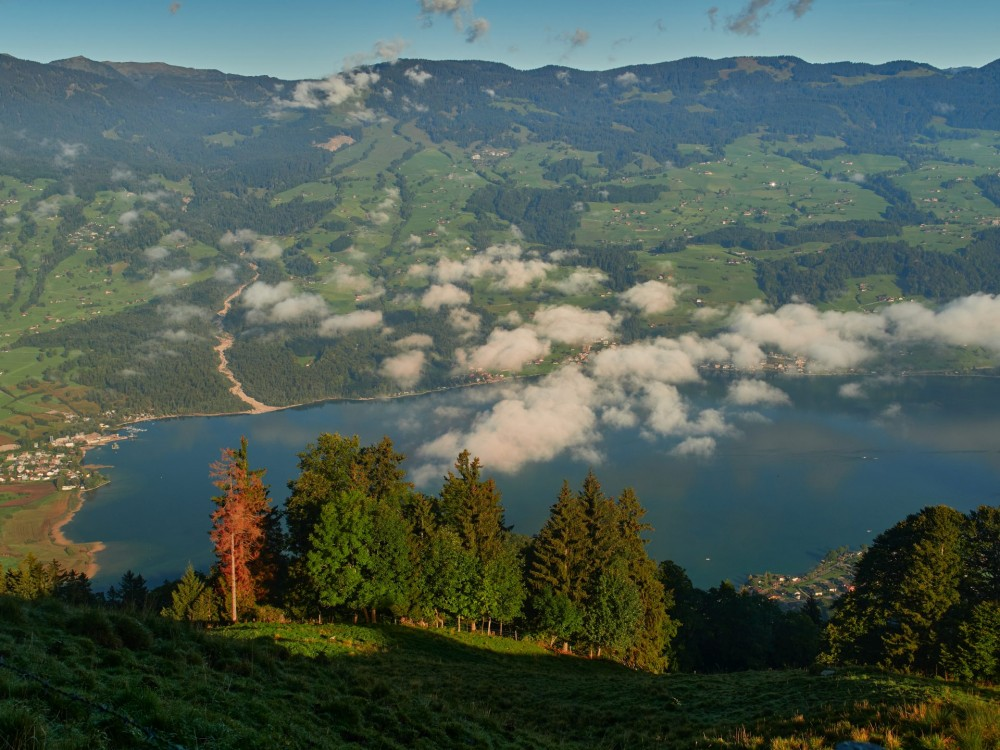 Blick auf den Sarnener See — links Gieswil mit seinem Campingplatz