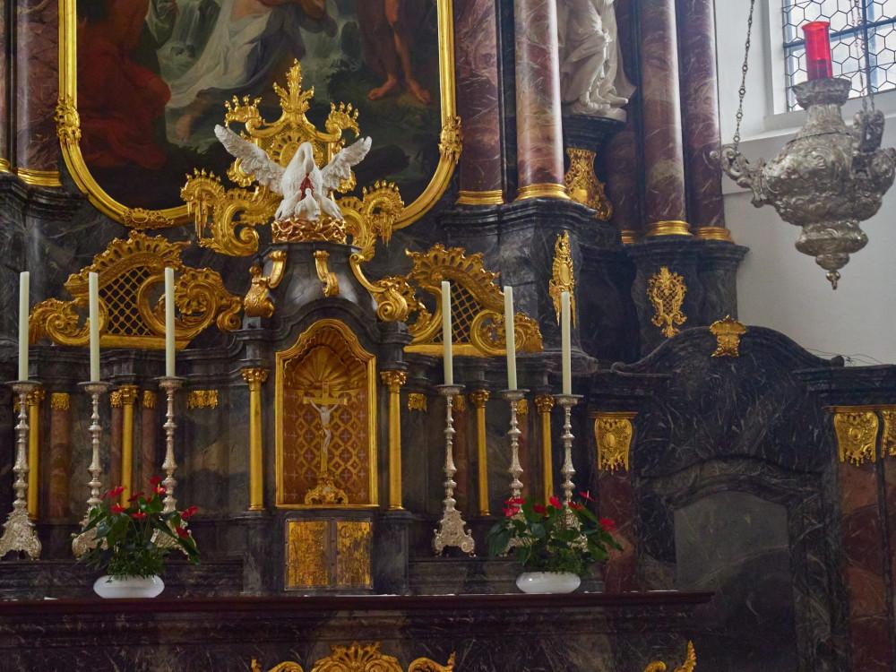 Altar der Stadtkirche St.Johann, die 1724 bis 1747 im Stil des böhmischen Barock gebaut wurde. Patron ist der Fürst von Fürstenberg