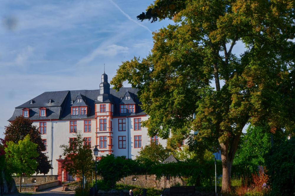 Das Landgrafenschloß — heute eine Schule — wure zwischen 1614 und 1634 erbaut. Die Brücke trennt das Schloß vom alten Burgbereich, von wo aus ich fotographier habe