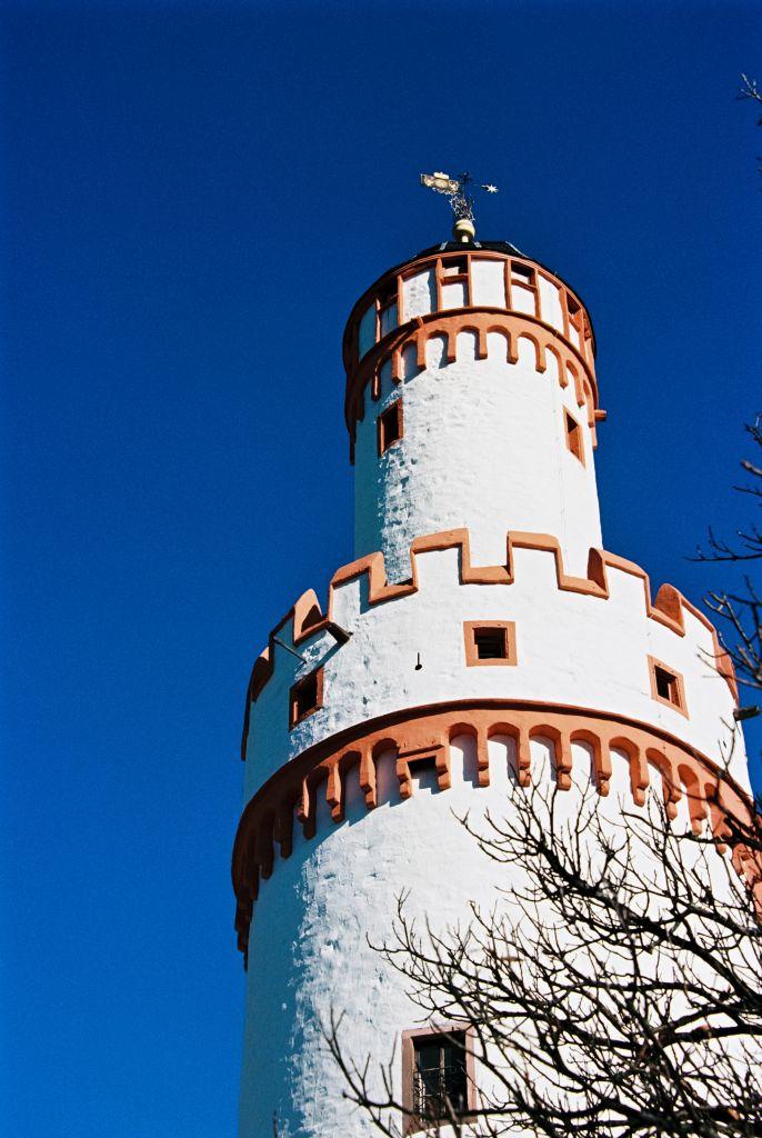Der Weiße Turm mit Aufbau, einem Butterfaßturm und dem von Friedrich I. hinzugefügten Glockenhelm mit Wetterfahne
