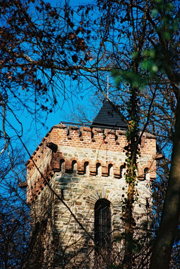 Burgbergturm in Bad Soden. Der Taunuslub baute diesen Aussichtsturm 1900