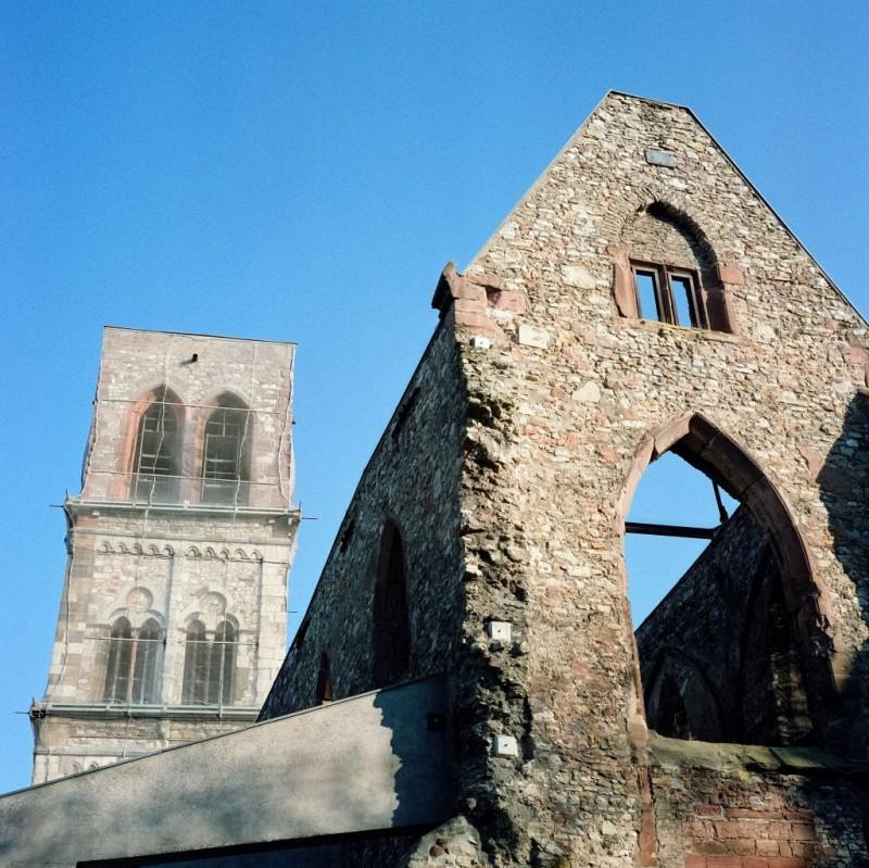 Am 27.Februar 1945 fanden die Alliierten, sie müssen noch einmal testen, was ihre Bomben anrichten können und sie bombardierten die Mainzer Altstadt. Am 22.März 1945 wurde Mainz kampflos den anrückenden amerikanischen Truppen übergebenSt. Christoph wurde als Mahnmal erhalten.