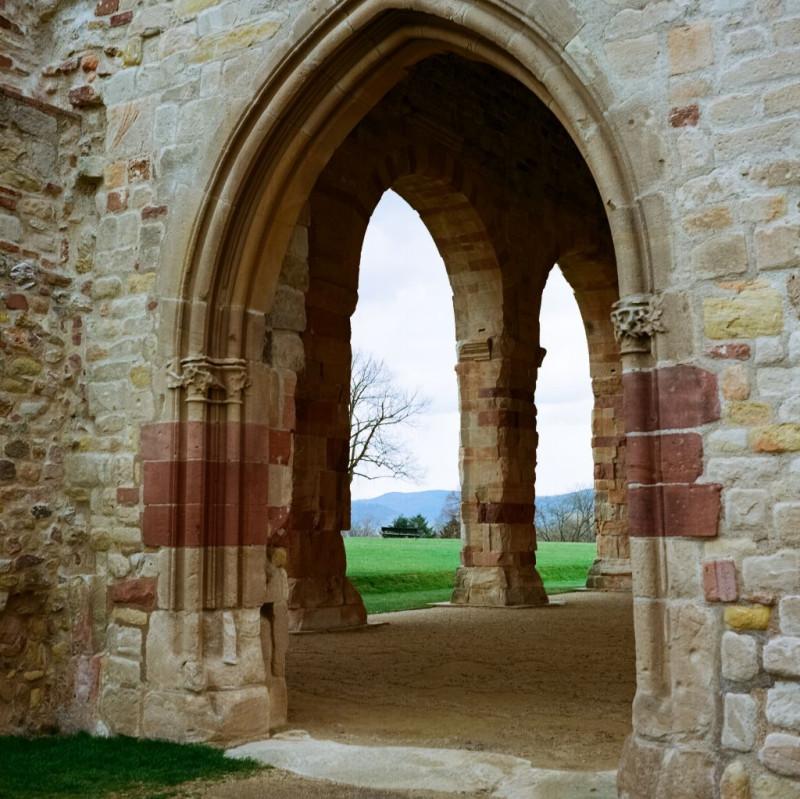 Eines meiner Lieblingsbilder vom Besuch: durch das Fragment der Klosterkirche geschossen