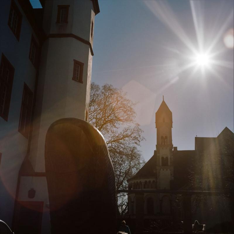 ... auch der Daumen im Hof des Deutschherrenhauses ist sicher markant. Doch was er mir sagen soll oder will? kommt nicht an