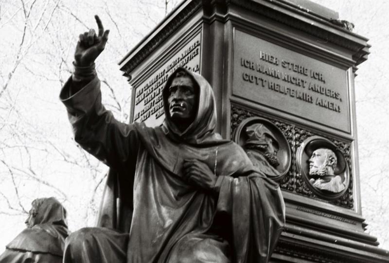 Girolamo Savonarola am Lutherdenkmal - Luther fand ihn einen Märtyrer