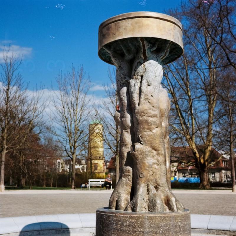 dieses Bild enstand im angrenzenden Park, der von Heinrich Siesmayer angelegt wurde, der auch für die Gestaltung des Frankfurter Palmengartens verantwortlich zeichnet