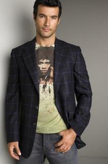 Мужской пиджак в стиле casual с футболкой и брюками