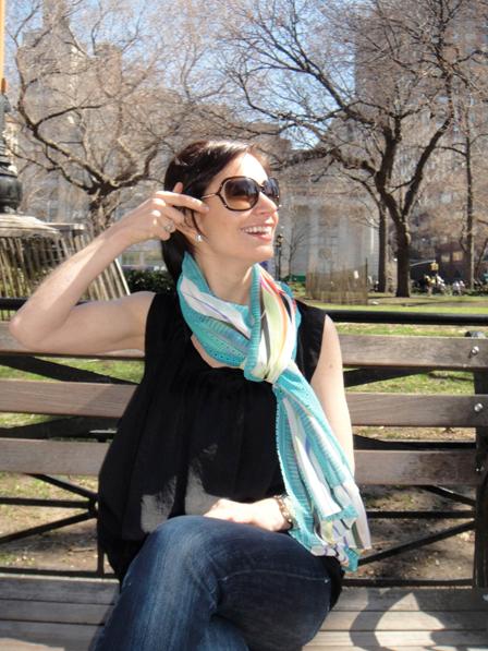 Женщина с шарфом фото, девушка в солнечных очках