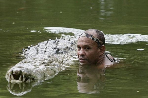 Krokodil-i-chelovek-8-600x399