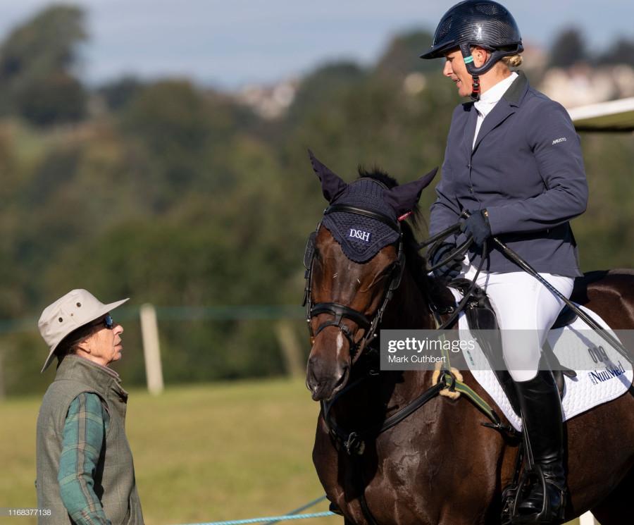 Зара Тиндалл на конных соревнованиях.