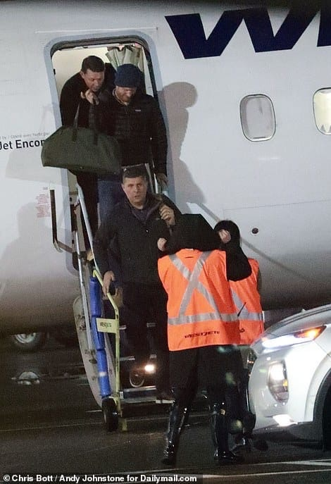 Герцог Сассекский прилетел в Канаду.