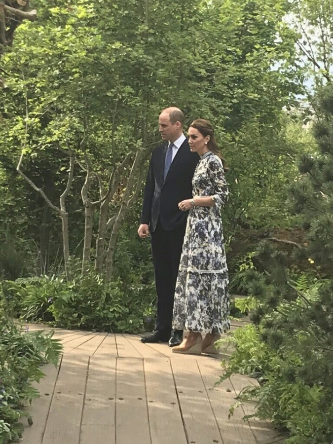 Визит британской королевской семьи на цветочную выставку в Челси.