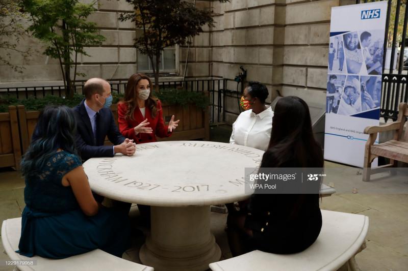 Герцог и герцогиня Кембриджские пообщались с авторами портретов для проекта